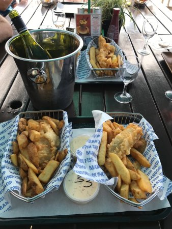 Mangonui, New Zealand: Fish & Chips with the big homemade fries and scallops - yummy!