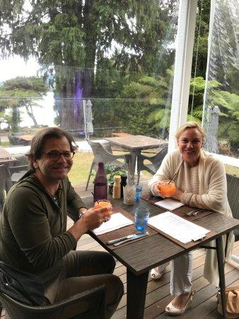 Raetihi, Νέα Ζηλανδία: Enjoying our Campari Orange before dinner.