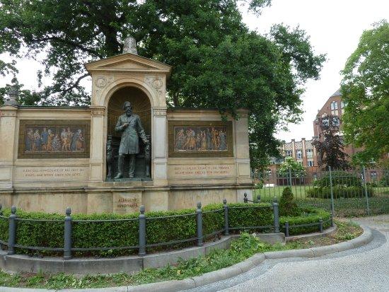 Denkmal Albrecht von Graefe