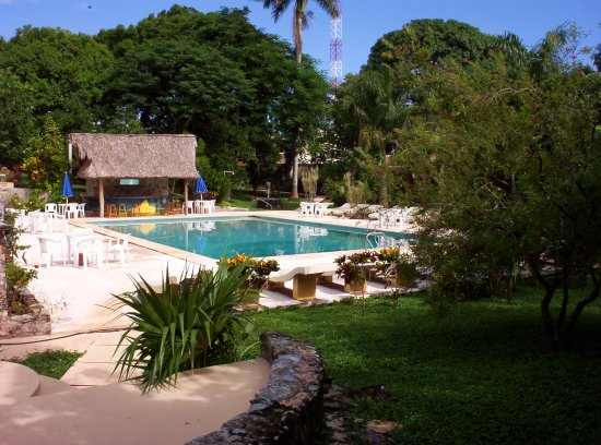 Piste, México: Another photo of our spacious pool and relaxation and play area.