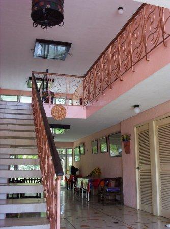 Piste, México: Our spacious central lobby. You must pass through this entrance to enter your room and garden ar
