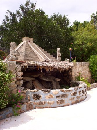 Piste, México: A smaller Kukulkan Pyramid watches over you in our garden and swimming pool.