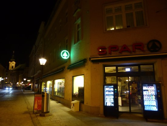 a 'Spar' supermarket at the end of Linzergasse