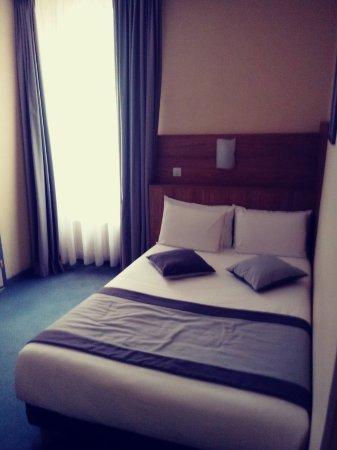 Hotel Continental : 20180210_152149_Film1_large.jpg
