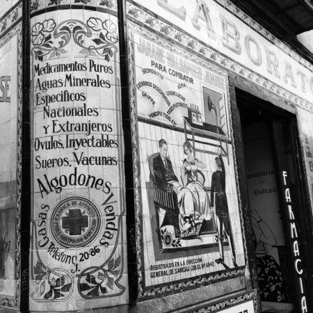 Malasaña: Antigua farmacia juanse