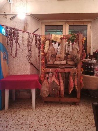 Sant'Anatolia di Narco, إيطاليا: IMG_20180209_205350_large.jpg