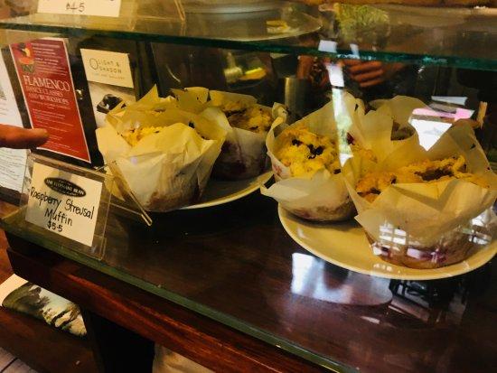 The Elephant Bean Cafe: フワフワの食感だったラズベリーのマフィン