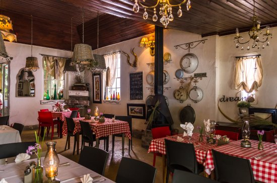 De Rust, South Africa: Incredible decor at this beautiful restaurant with awesome food :)