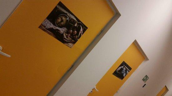 Escape Us: wejście do pokoju Violetty i do schronu