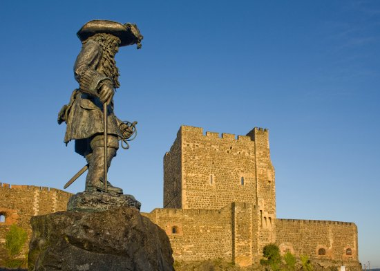 Carrickfergus Tours: King Williams Statue Carrickfergus Tour Meeting Point