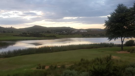 Gowrie Farm Golf Lodge: sunset view from golf suites