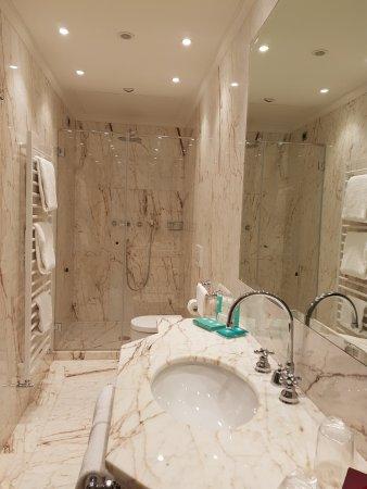 Marmeren badkamer - Picture of Hotel Nani Mocenigo Palace, Venice ...