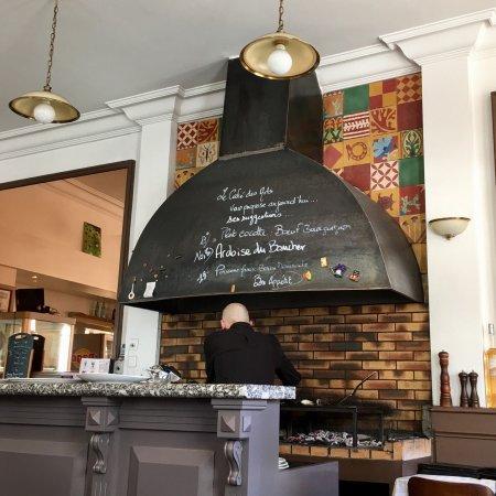 Restaurant le cafe des arts dans salon de provence avec - Caf salon de provence ...