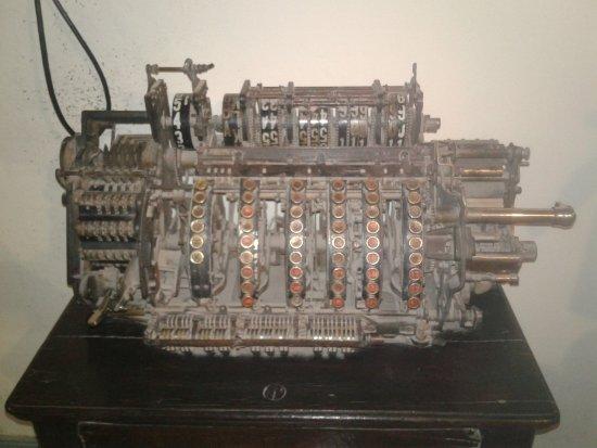 Cutral Co, Argentyna: Calculadora antigua, no recuerdo a quién pertenecía. Se encuentra en el interior del museo.