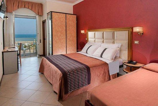Hotel Helios: camere-8_large.jpg