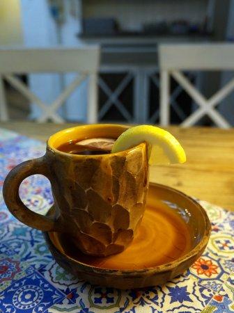 чай с смородины, меда и лимона