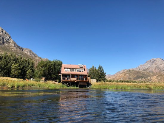 Wolseley, África do Sul: The view of Cabin 5 from the dam