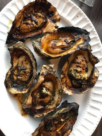 South Bend, Вашингтон: Grilled oysters with an amazing secret sause