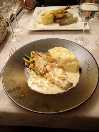 Wallonia, Belgium: Filet de dorade, purée, légumes, sauce crème et vin blanc; Pintadeau, gratin dauphinois chicons