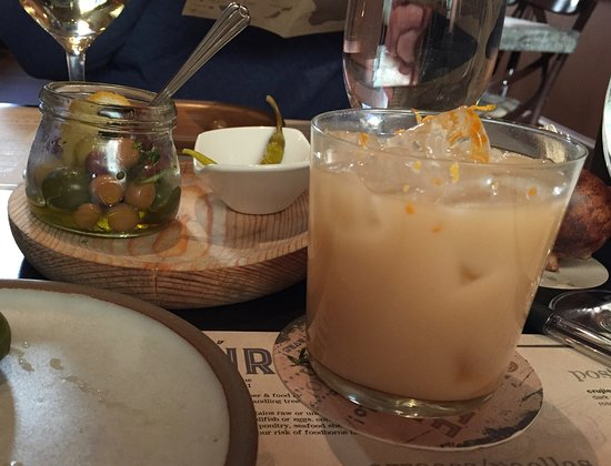 Cúrate: Horchata cocktail and olives