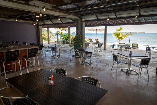 Marigot, Dominica: Indoor/outdoor seating