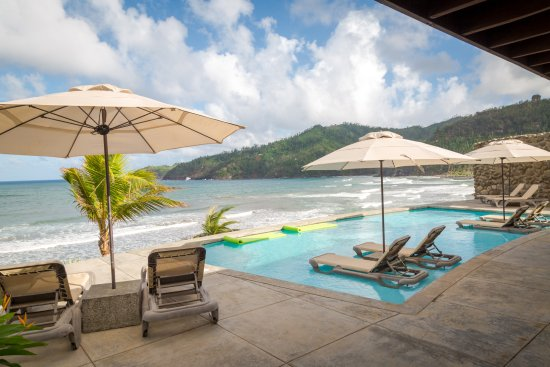 Marigot, Dominica: Spend the day, enjoy lunch and a dip in the pool,