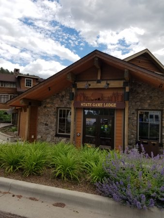 State Game Lodge Dining Room: Wonderful stop, great eating. There is history in there!