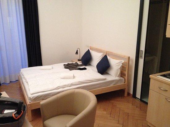camera doppia, letto comodo - Bild von Lugano Center GuestHouse ...
