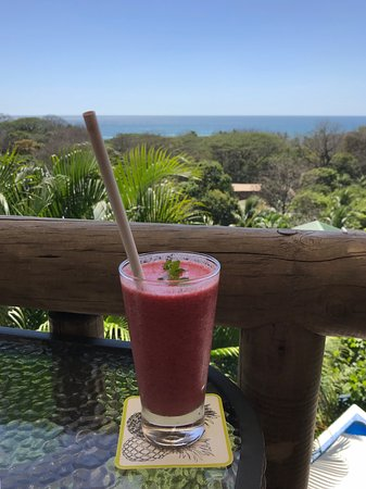 Horizon Ocean View Hotel and Yoga Center: Tea house view with: Raspberry, pineapple, orange & peppermint smoothie (my fave!)