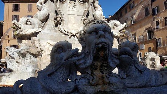 Fontana Di Piazza Della Rotonda