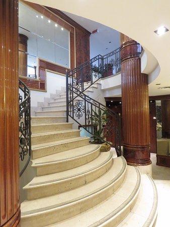 UNA Hotel Scandinavia: Escalera