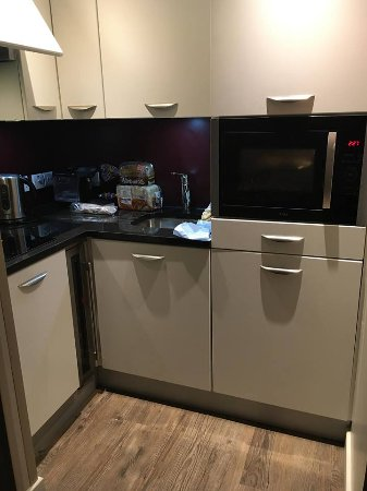 Very modern kitchen picture of center parcs longleat for Very modern kitchens