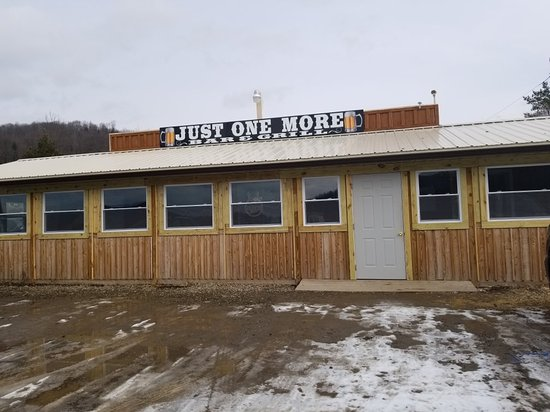 Wellsville, NY: Just One More Bar & Grill