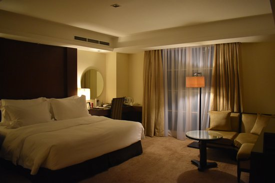 Hotel Gran Mahakam Jakarta: Honeymoon suite, on smoking floor. Very quiet, at end of hallway
