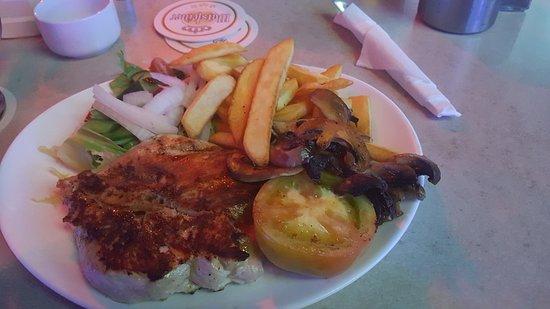 Buddies Bar: Grilled chicken breast in black pepper