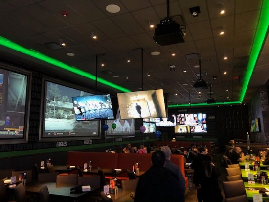 lots of tv screens to watch the game one or multiple games - Picture
