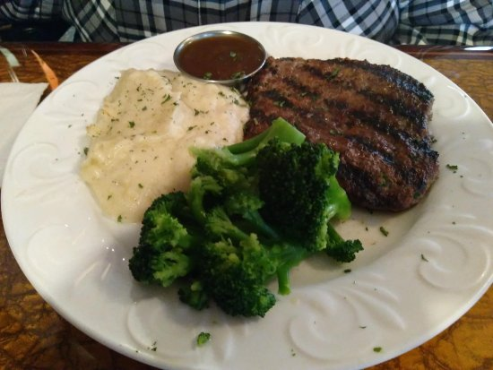 Mountain City, TN: Chopped steak with mashed potatoes and broccoli.