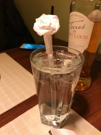 Naugatuck, CT: Paper - rose on the straw - how pretty !!