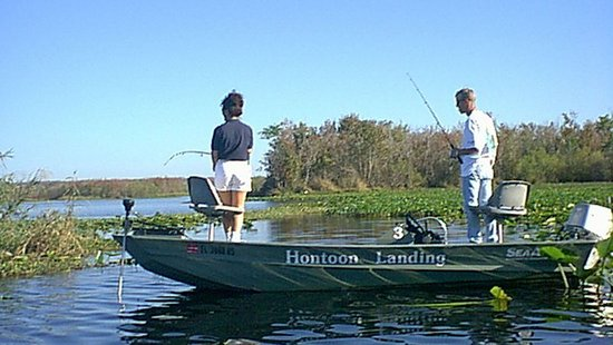 DeLand, FL: Rental fishing boat. Licenses and bait available at Hontoon Resort