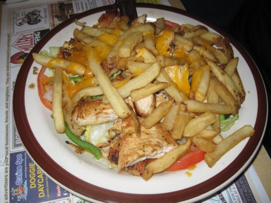 Dillsburg, Пенсильвания: Grilled chicken salad with FF