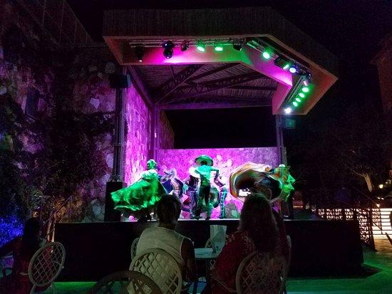 Sandos Finisterra Los Cabos: Evening dance show