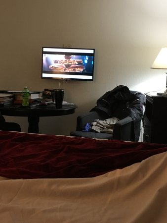 Zoders Inn & Suites: See the small tv? You've been warned.