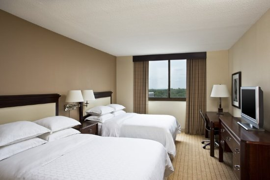 Clayton, MO: Guest room