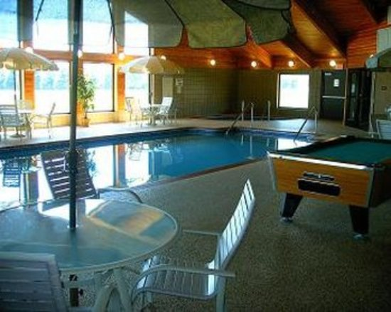 Madelia, MN: Pool
