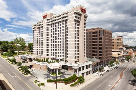 Sheraton Suites Country Club Plaza: Exterior