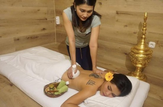 Thai Herbal Compress Massage 60' or 90'