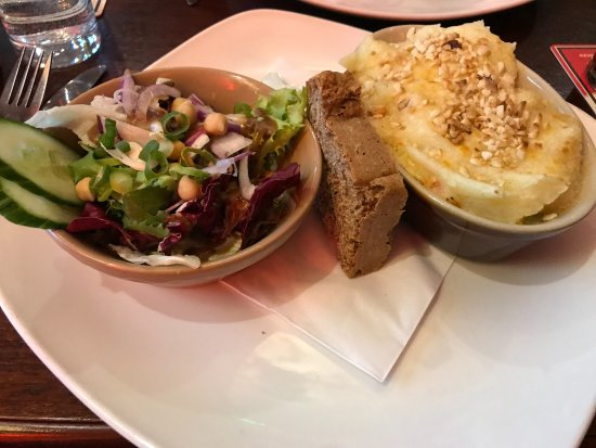 The Hairy Lemon Cafe Bar : Roast Veggie Pie