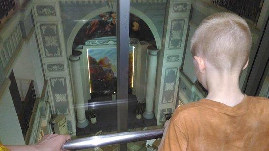 MerPerle SeaSun Hotel: Лифт со стеклянными стенами