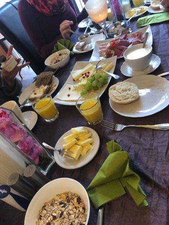 Bodenwerder, Tyskland: Frühstückstisch
