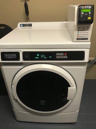 Travelodge Hotel Perth: カー払いの洗濯機